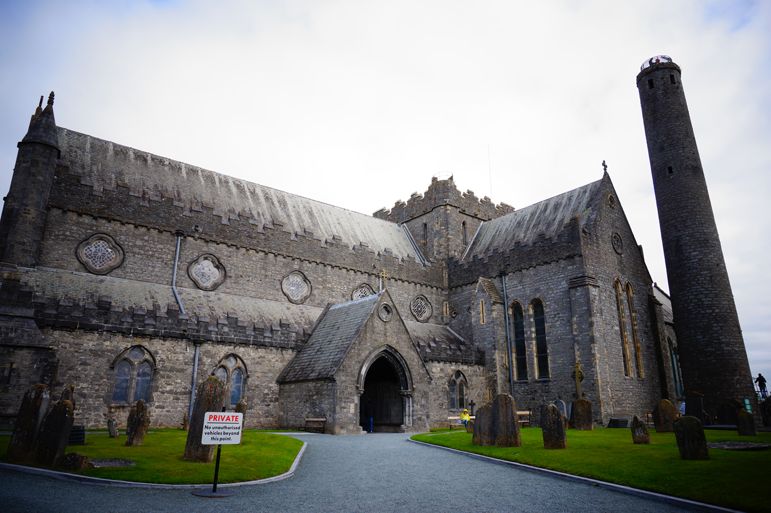 st_canice_cathedral_and_round_tower_12