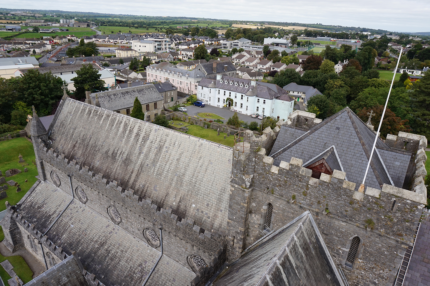 st_canice_cathedral_and_round_tower_2