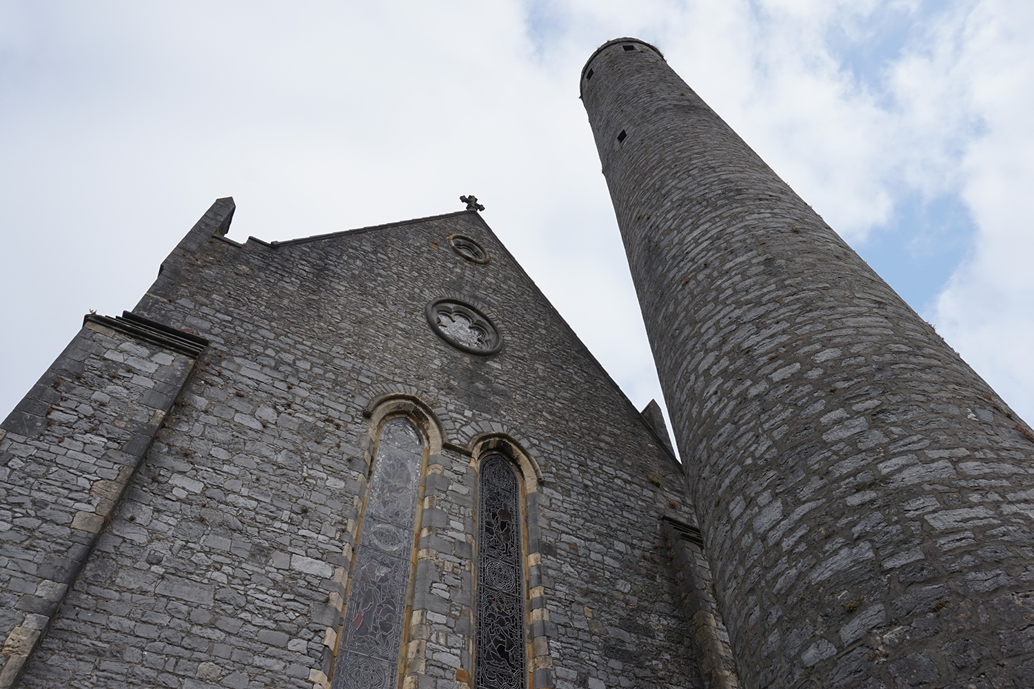 st_canice_cathedral_and_round_tower_4