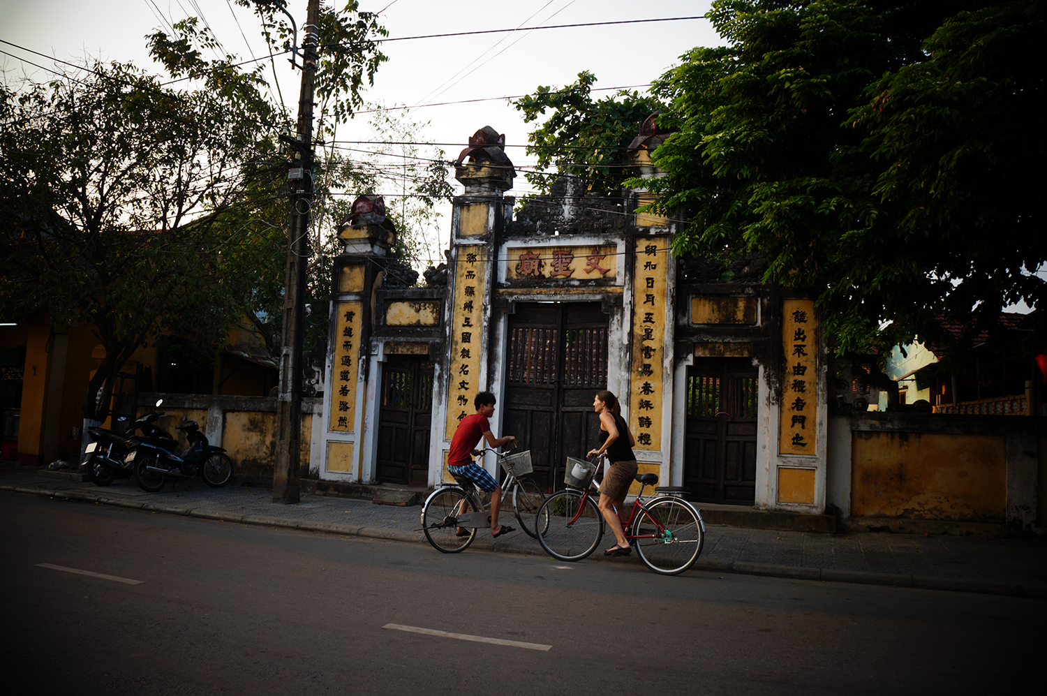 Hoi An temple gates