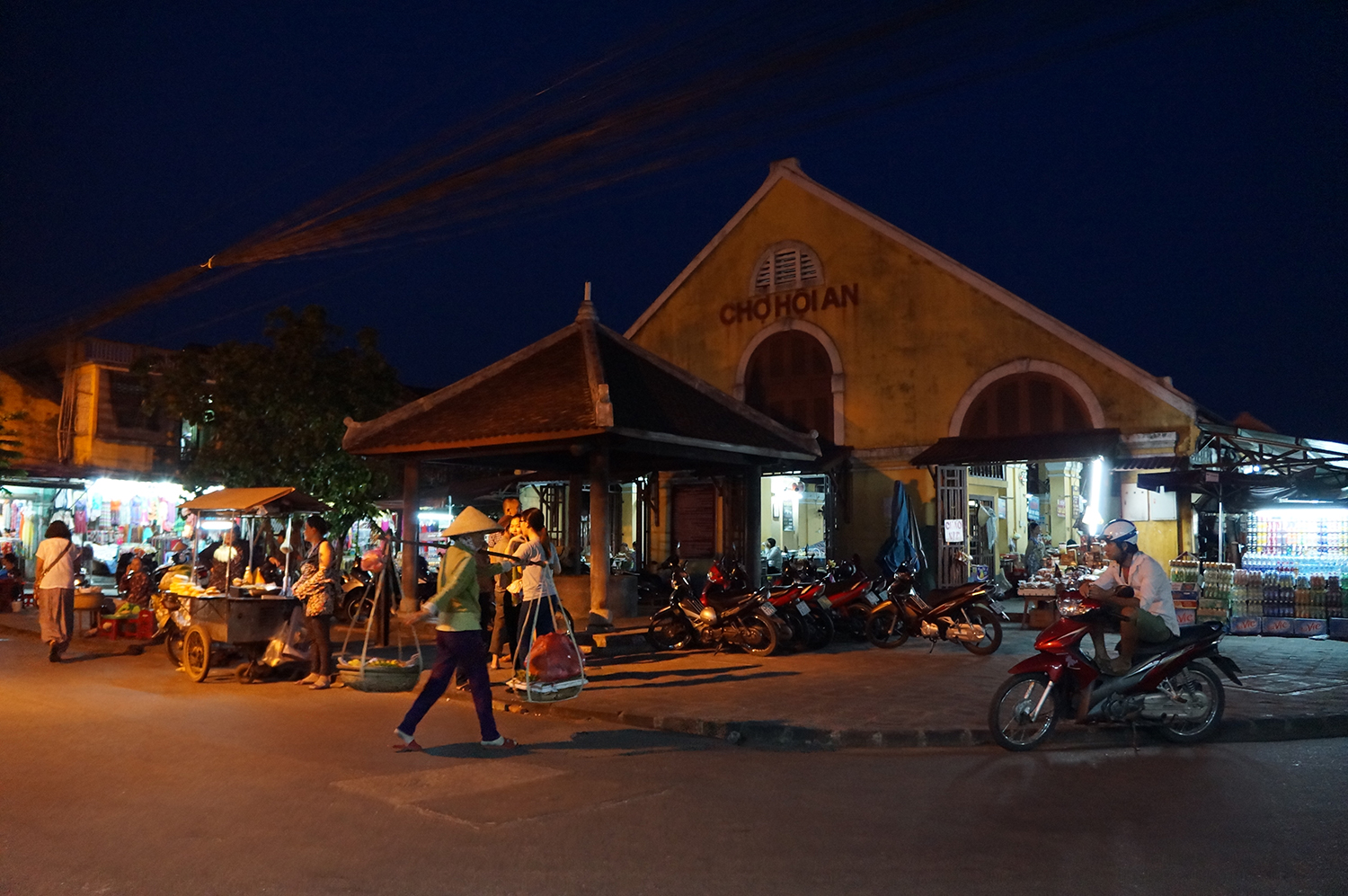 Hoi An food market at night